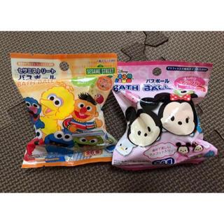 ディズニー(Disney)のマスコット入り発泡タイプの入浴料 バスボール ディズニー セサミストリート(入浴剤/バスソルト)