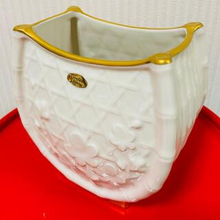 ノリタケ(Noritake)のノリタケ浮彫梅籠アイボリーチャイナ花瓶(花瓶)