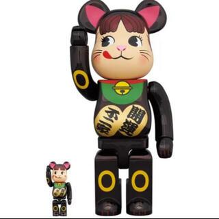 メディコムトイ(MEDICOM TOY)のBE@RBRICK 招き猫 ペコちゃん 黒メッキ100% & 400% (その他)