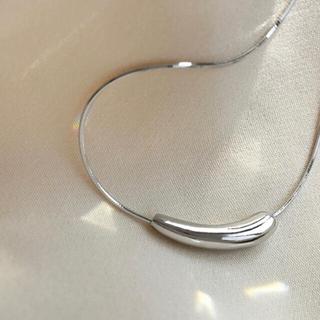 【人気デザイン】スリムスネークドロップネックレス 925 シルバー シンプル(ネックレス)