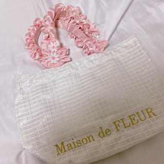 メゾンドフルール(Maison de FLEUR)のMaison de FLEUR デイジー フリルハンドルトートバッグ(トートバッグ)
