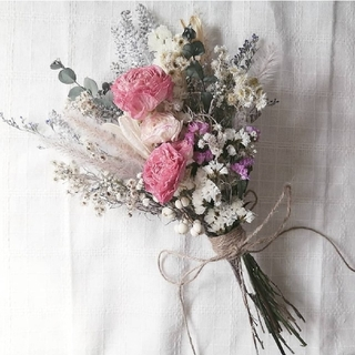 ラナンキュラスと小花の春色スワッグ(ドライフラワー)