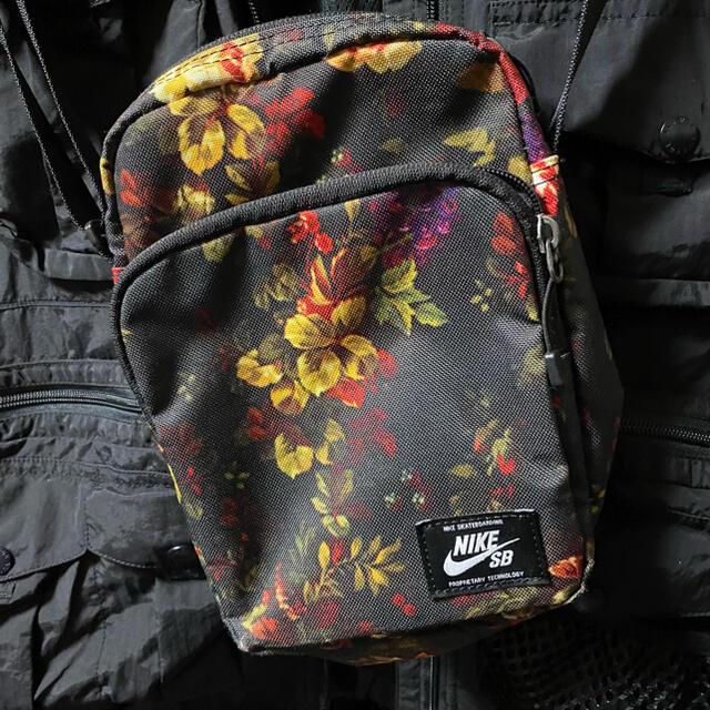 NIKE(ナイキ)のNIKE ショルダーバッグ メンズのバッグ(ショルダーバッグ)の商品写真