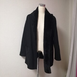 ジーユー(GU)の黒 ボア 裏起毛 アウター 羽織もの ジャケット ブラック ショートコート(ノーカラージャケット)