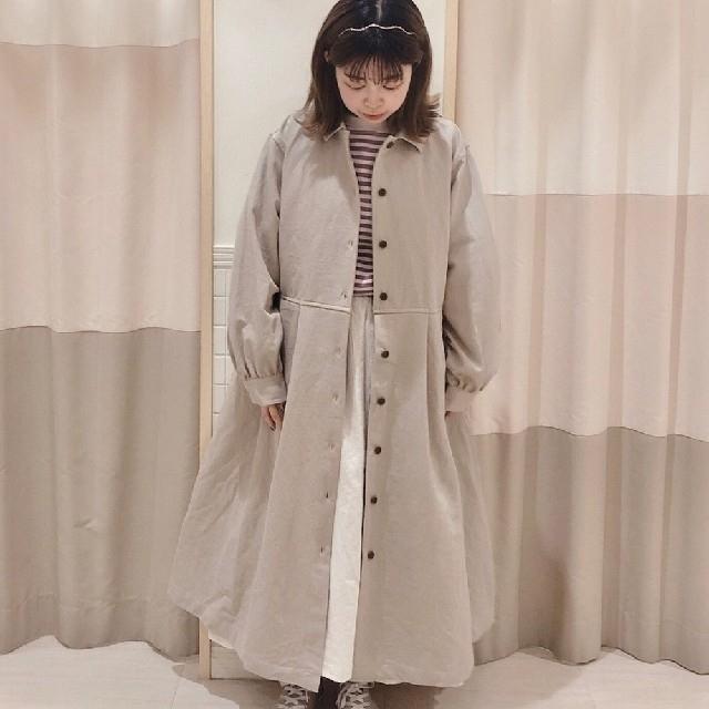 SM2(サマンサモスモス)のライナー付綿麻ツイルタックコート ベージュ レディースのジャケット/アウター(ロングコート)の商品写真