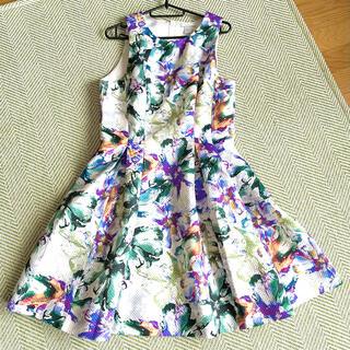エイチアンドエム(H&M)のH&M ノースリーブワンピース 花柄 フレアスカート(ひざ丈ワンピース)