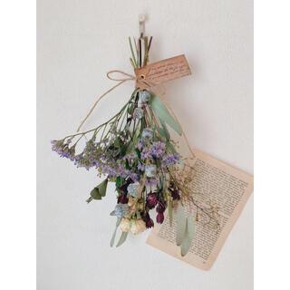 ドライフラワー スプレーバラに小花とユーカリの実のスワッグ(ドライフラワー)