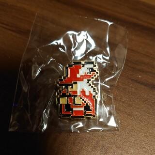 ファミリーコンピュータ(ファミリーコンピュータ)のとても可愛いピンバッジ☆ファミコンのドット絵の赤魔道士!送料無料(家庭用ゲームソフト)