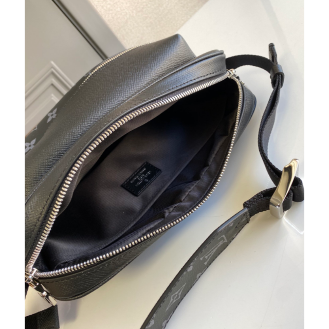 LOUIS VUITTON(ルイヴィトン)のルイヴィトン アウトドアメッセンジャーPM メンズのバッグ(メッセンジャーバッグ)の商品写真