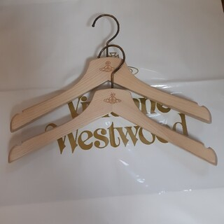 ヴィヴィアンウエストウッド(Vivienne Westwood)の【ヴィヴィアン】木製ハンガー(ノベルティグッズ)