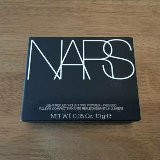 ナーズ(NARS)のNARSナーズライトリフレクティングセッティングパウダープレスト(フェイスパウダー)