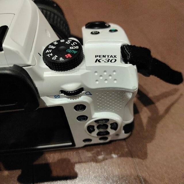 PENTAX(ペンタックス)のPENTAX k-30  ホワイト スマホ/家電/カメラのカメラ(デジタル一眼)の商品写真