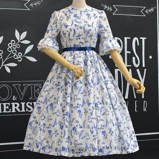 ヴィクトリアンメイデン(Victorian maiden)のロサビアンカ 野に咲く花のワンピース ブルー ロング丈 花柄ワンピース 五分袖(ひざ丈ワンピース)