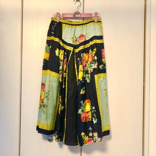 ミュベールワーク(MUVEIL WORK)のMUVEIL スカーフパネルスカート フルーツ ¥42,900 税込(ロングスカート)