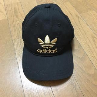 アディダス(adidas)の黒×ゴールド♡(キャップ)