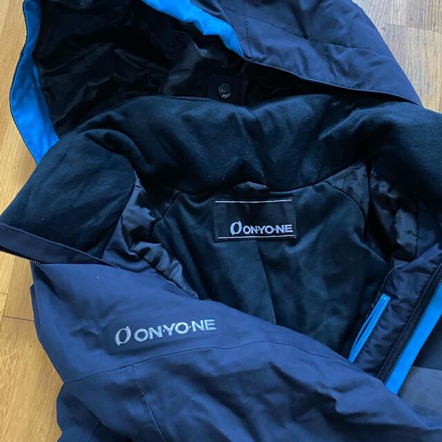 ONYONE(オンヨネ)のスノーウェア 上下セット スポーツ/アウトドアのスノーボード(ウエア/装備)の商品写真