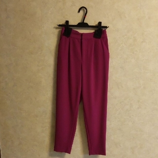ビッキー(VICKY)の(新品タグ付き)VICKY カジュアルパンツ 紫色(カジュアルパンツ)