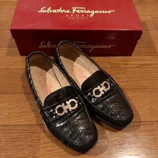 フェラガモ(Ferragamo)のフェラガモ ローファー 黒 37D(ローファー/革靴)