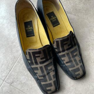 フェンディ(FENDI)の✨出品期間残り3日✨FENDI ローファー(ローファー/革靴)