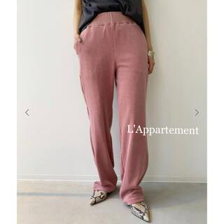 アパルトモンドゥーズィエムクラス(L'Appartement DEUXIEME CLASSE)のタグ付新品⭐️AMERICANA Pile Relax PANTS  レッドA(カジュアルパンツ)
