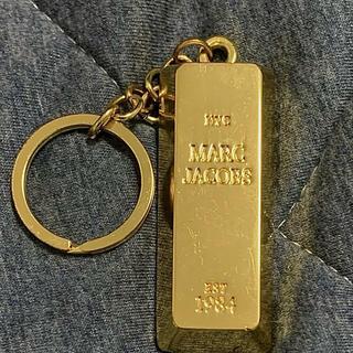 MARC JACOBS - MarcJacobs BOOKMarc かなり重い金の延べ棒みたいなキーホルダー