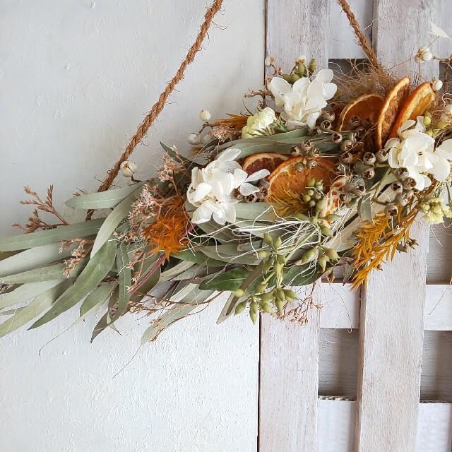 *専用*ユーカリ&オレンジ  ドライフラワーシンプルスワッグ ハンドメイドのフラワー/ガーデン(ドライフラワー)の商品写真