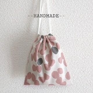 ハンドメイド りぼんちょうちょ 生成×スモークピンク 巾着袋 給食袋 コップ袋(外出用品)