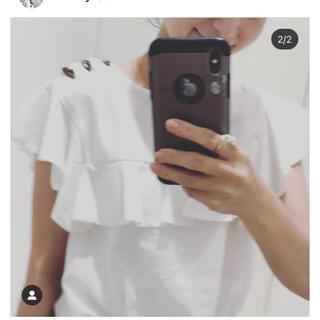 yori 新品タグ付 白 ホワイト シャツ ブラウス 半袖 フリル(シャツ/ブラウス(半袖/袖なし))
