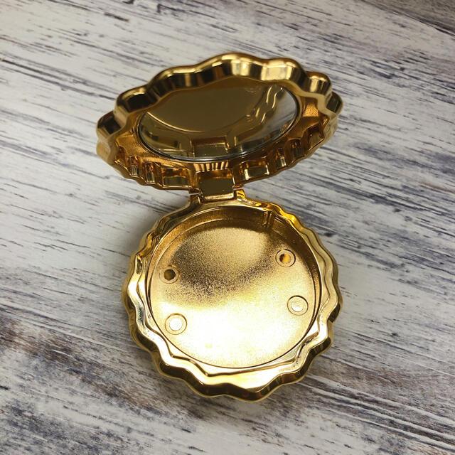 LADUREE(ラデュレ)のラデュレ 貝殻 新品 コスメ/美容のベースメイク/化粧品(その他)の商品写真