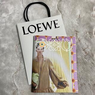ロエベ(LOEWE)のロエベ カタログ 2021SS トトロシール付き(ノベルティグッズ)