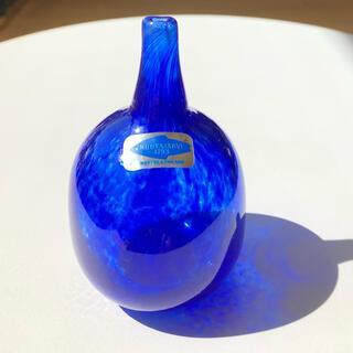 イッタラ(iittala)のオイバトイッカ mansikkapaikka bottle ブルー 小さいサイズ(置物)