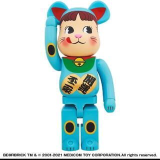 メディコムトイ(MEDICOM TOY)のBE@RBRICK 招き猫 ペコちゃん 青蓄光 1000% (その他)