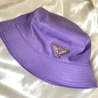 プラダ(PRADA)のPRADA プラダ ロゴ バケットハット 青 パープル パステル 帽子 (ハット)