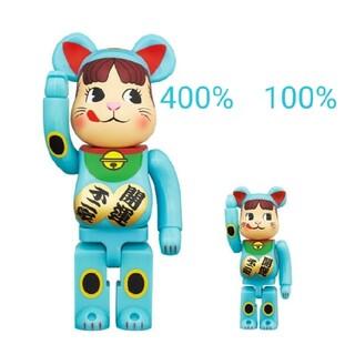 メディコムトイ(MEDICOM TOY)の【新品】BE@RBRICK 招き猫 ペコちゃん 青蓄光 100% & 400%(その他)