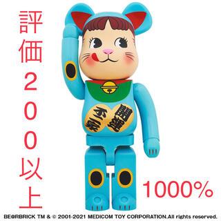メディコムトイ(MEDICOM TOY)のBE@RBRICK 招き猫 ペコちゃん 青蓄光 1000% ベアブリック(その他)