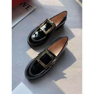 ロジェヴィヴィエ(ROGER VIVIER)のroger vivier ローファー(ローファー/革靴)