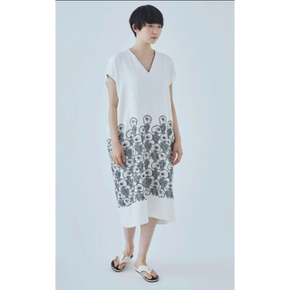 ミナペルホネン(mina perhonen)のミナペルホネン ドレス hanakaze white 36【美品】(ロングワンピース/マキシワンピース)