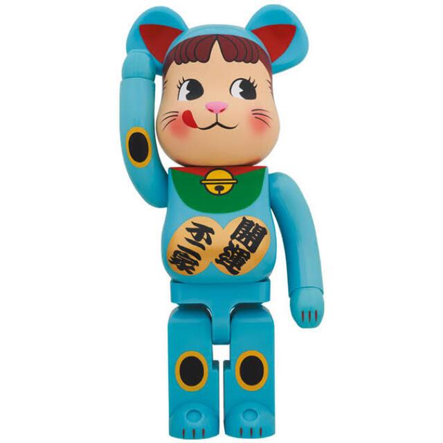 不二家(フジヤ)の新品即納・完全未開封 BE@RBRICK 招き猫 ペコちゃん 青蓄光 1000% ハンドメイドのおもちゃ(フィギュア)の商品写真