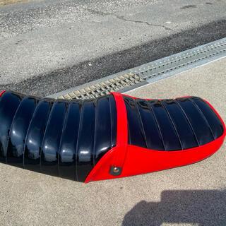 ヤマハ(ヤマハ)の送料込み xjr400 後期 タックロールシート エナメル 未使用(装備/装具)