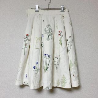 エバーラスティングスプラウト(everlasting sprout)のeverlasting sprout * ボタニカル刺繍 タックスカート(ひざ丈スカート)