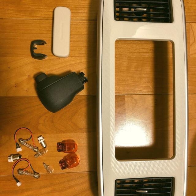 ダイハツ(ダイハツ)のダイハツ ムーヴキャンバス 純正 シフトレバー ナビパネル ウィンカー電球東急 自動車/バイクの自動車(車内アクセサリ)の商品写真