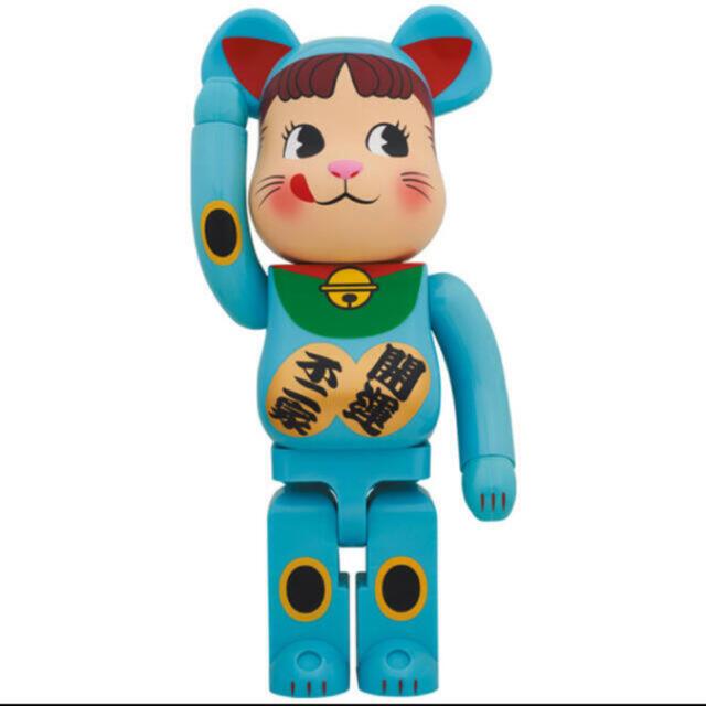 MEDICOM TOY(メディコムトイ)のBE@RBRICK 招き猫 ペコちゃん 青蓄光 1000% 新品 エンタメ/ホビーのフィギュア(その他)の商品写真