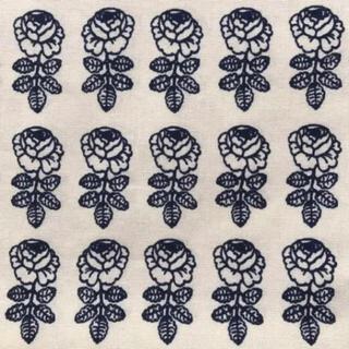 マリメッコ(marimekko)のマリメッコ pikkuruusu ピックルース 生地 はぎれ ネイビー(生地/糸)