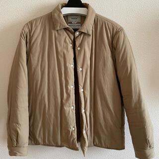 ヤエカ(YAECA)のYAECA ダウンシャツ(ダウンジャケット)