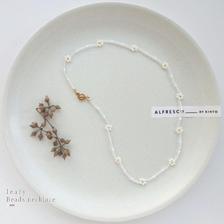 white * gold 白い花のビーズネックレス フラワー 淡色 透明感(ネックレス)