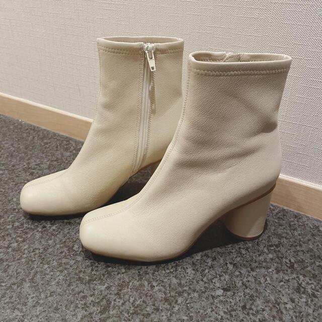 FRAY I.D(フレイアイディー)のFRAY I.D フレイアイディー  ストレッチショートブーツ ホワイト 白 S レディースの靴/シューズ(ブーツ)の商品写真