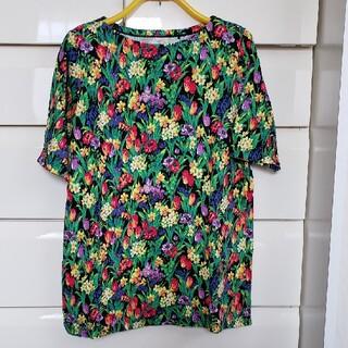 ユニクロ(UNIQLO)のXL 花柄Tシャツ 個性派必見 送料込(Tシャツ(半袖/袖なし))