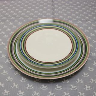 イッタラ(iittala)のiittala オリゴプレート ベージュ・20cm26cm二枚セット(食器)