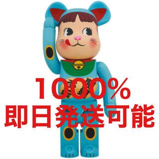 メディコムトイ(MEDICOM TOY)の新品未開封 BE@RBRICK 招き猫 ペコちゃん 青蓄光 1000%(フィギュア)