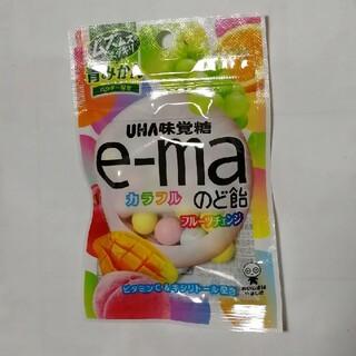 ユーハミカクトウ(UHA味覚糖)のE-MAカラフルのど飴 フルーツチェンジ(菓子/デザート)